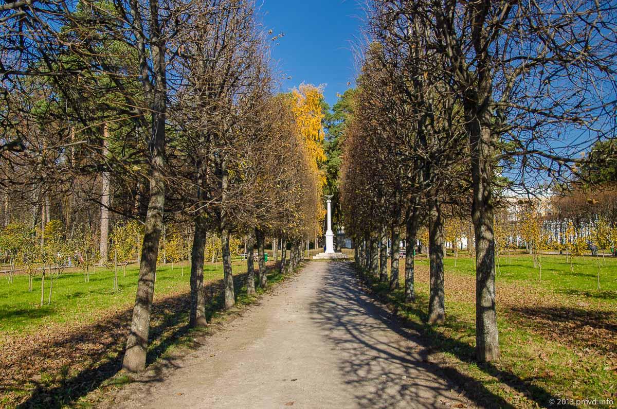 Архангельское. Памятные колонны