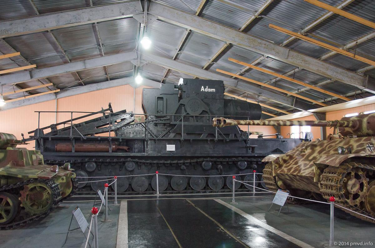 Немецкая самоходная осадная мортира Gerat 040 в танковом музее Кубинки