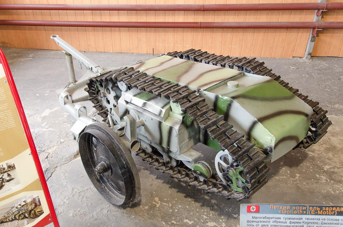 Легкий носитель заряда Goliath в танковом музее Кубинки