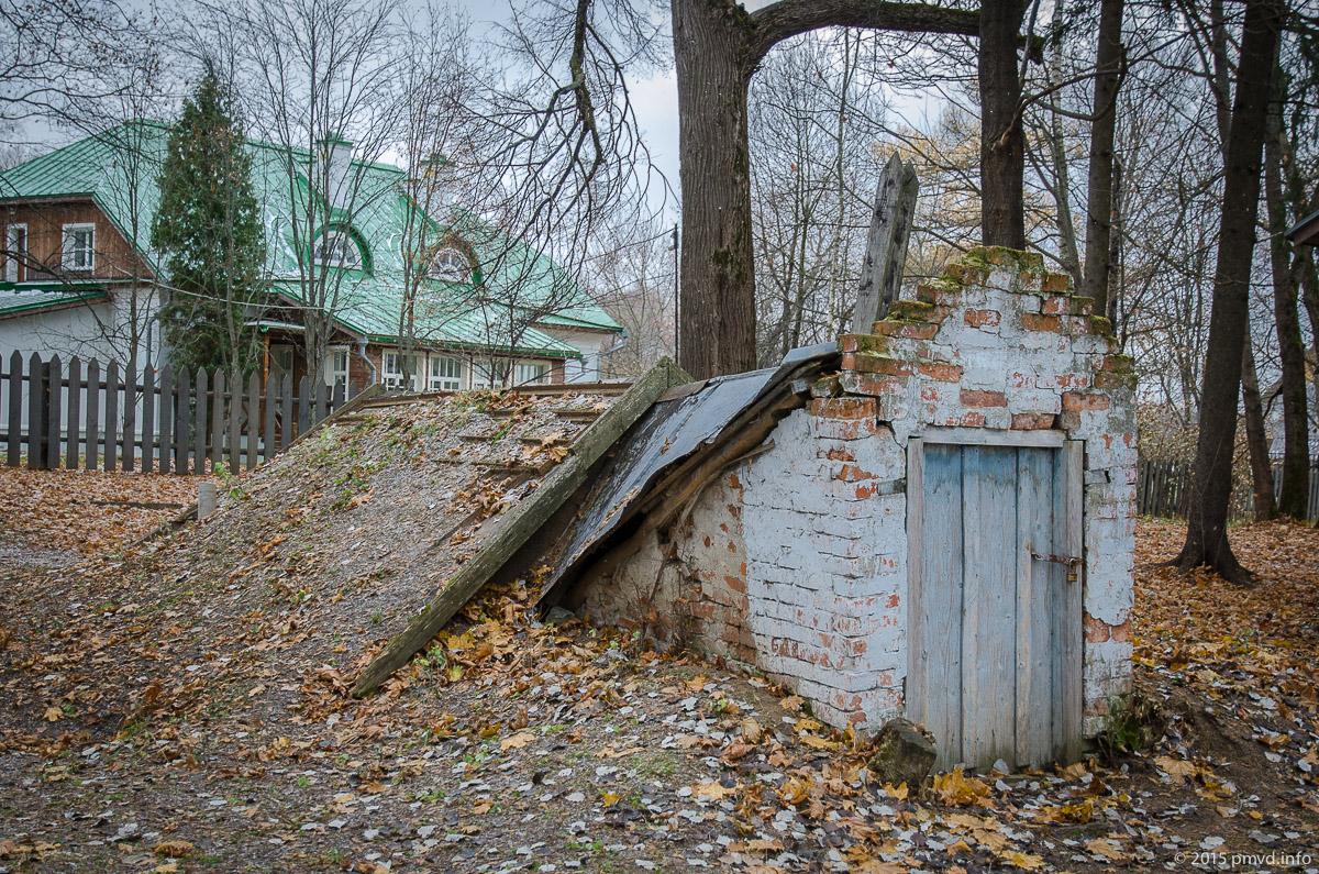 Наивный двор и усадьба Вареникова в Мелихово