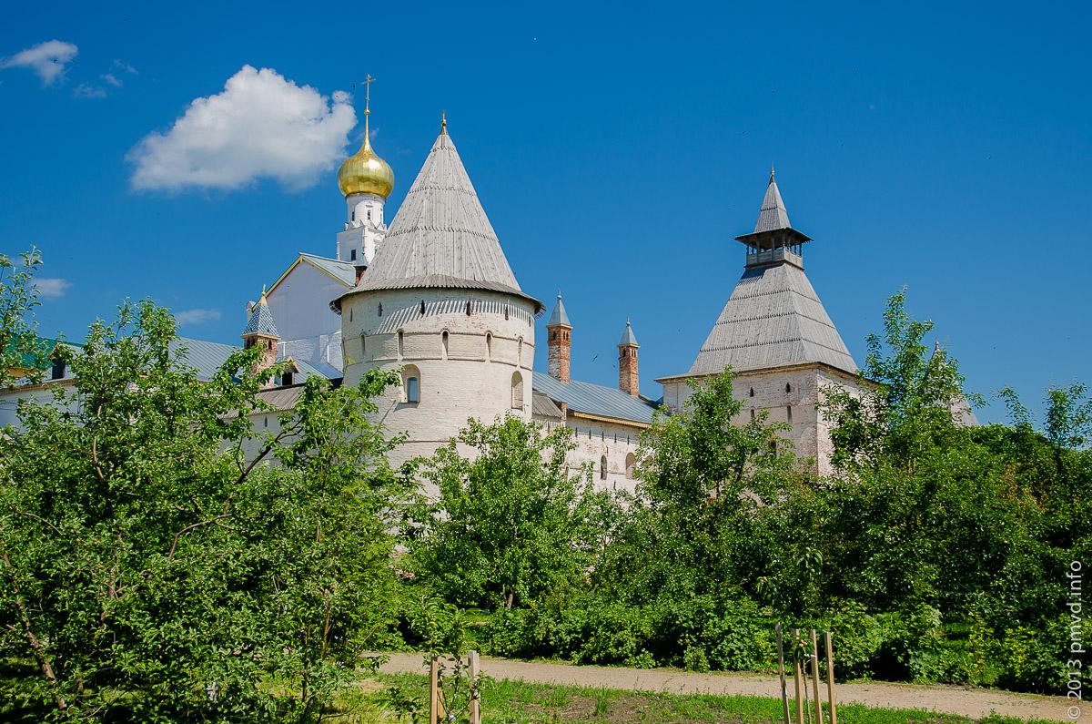 Ростов Великий. Митрополичий сад Кремля