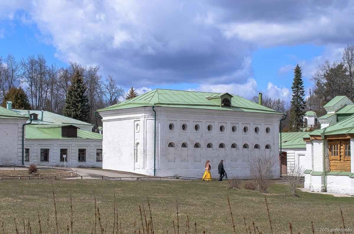 Конный двор в усадьбе Середниково