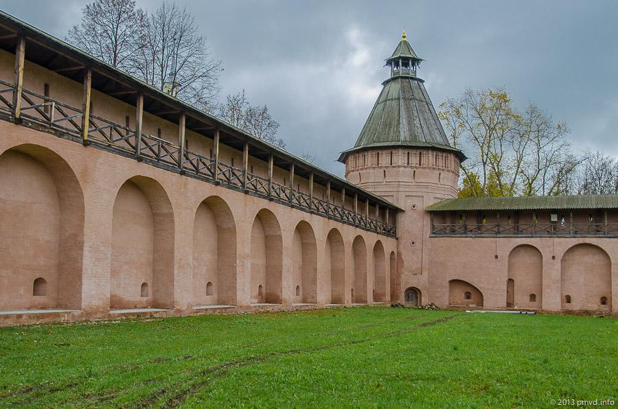 Суздаль. Стены Спасо-Евфимиевского монастыря.