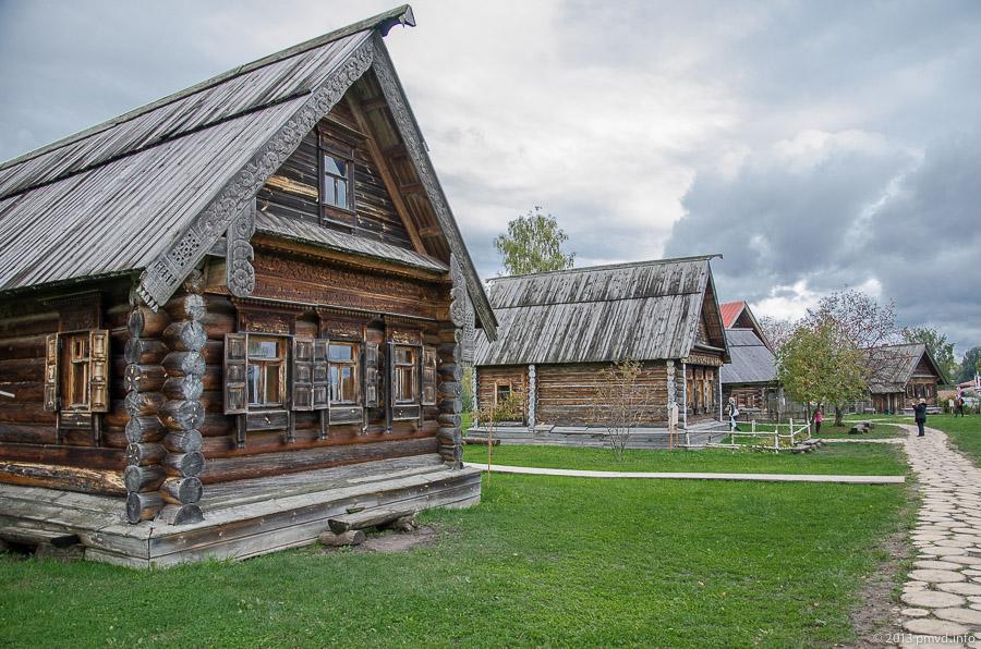 Суздаль. Музей деревянного зодчества. Дома обычных крестьян.