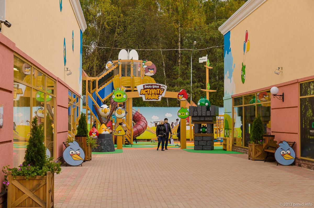 Vnukovo Outlet Village. Детская площадка в стиле Angry Birds