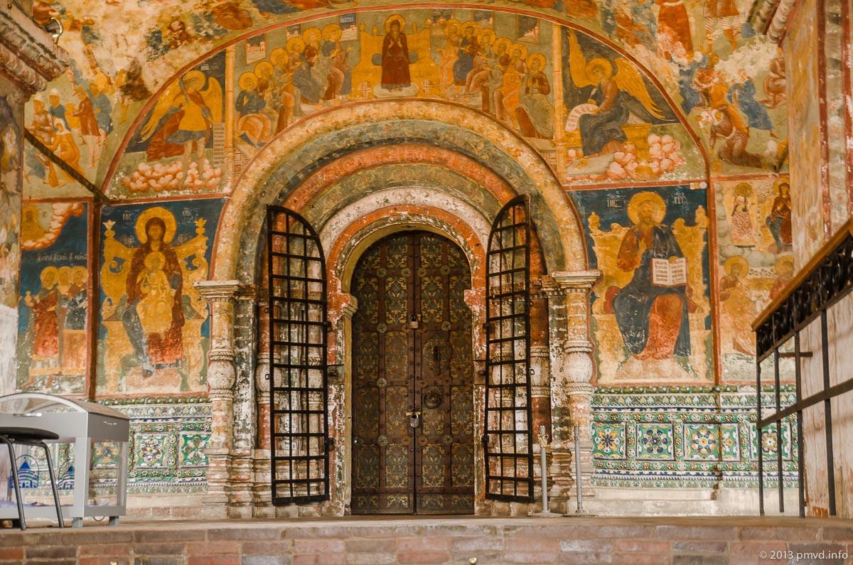 Ярославль. Роспись стен в храме Ильи Пророка.