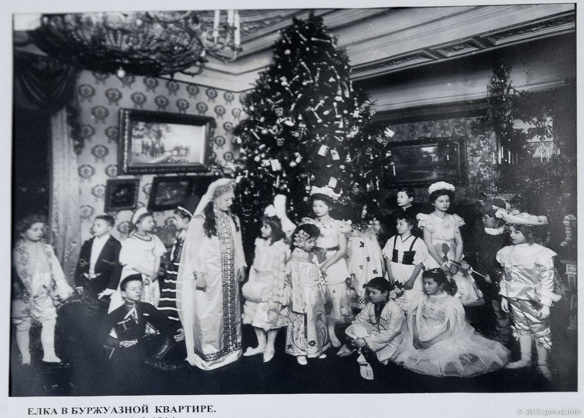 Елка в буржуазной квартире. Петербург. 1914 год