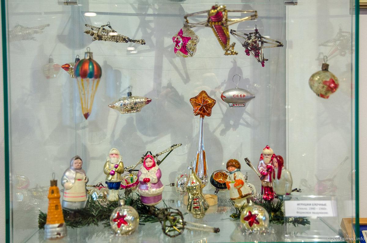 Стеклянные елочные игрушки на тему авиации