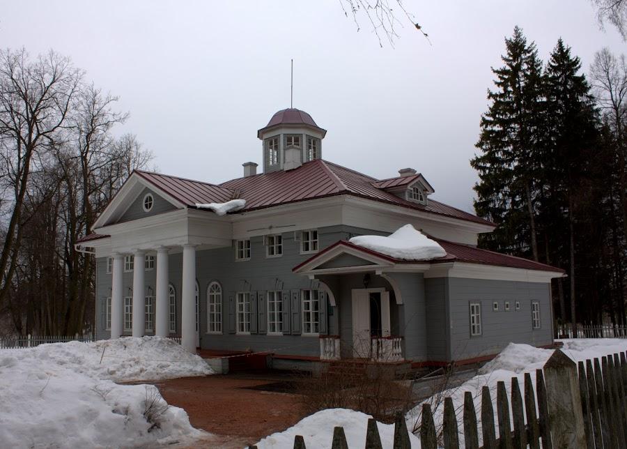 В 1900 он перешел новым владельцам, которые усадьбу разрушили и построили на его