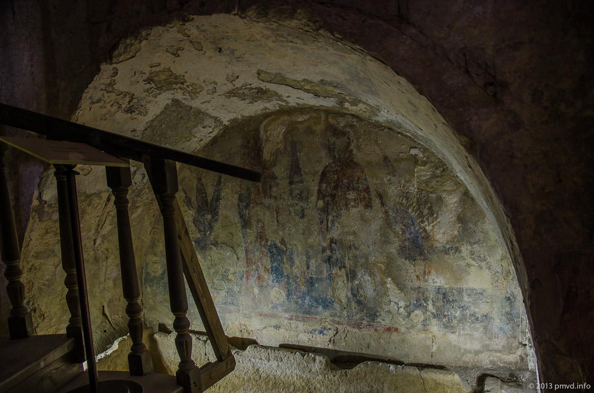 Белокаменный саркофаг и фрески XII века в Церкви Бориса и Глеба в Кидекше