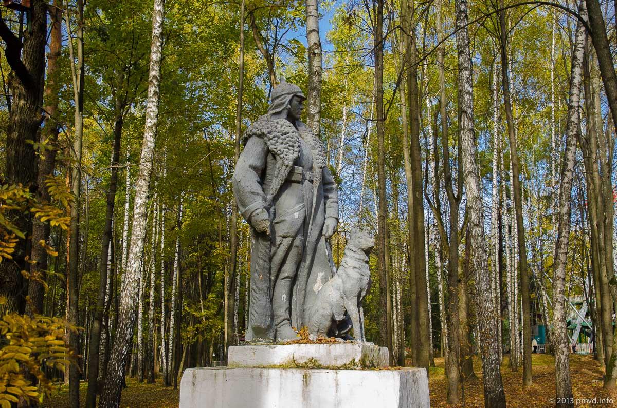 Красногорск. Городской парк. Скульптура пограничника