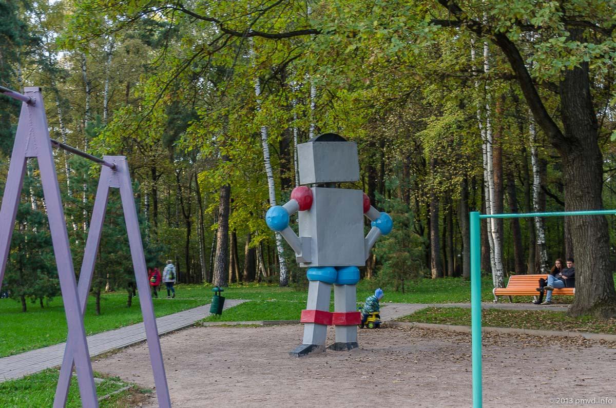 Красногорск. Детский парк Сказочный. Робот