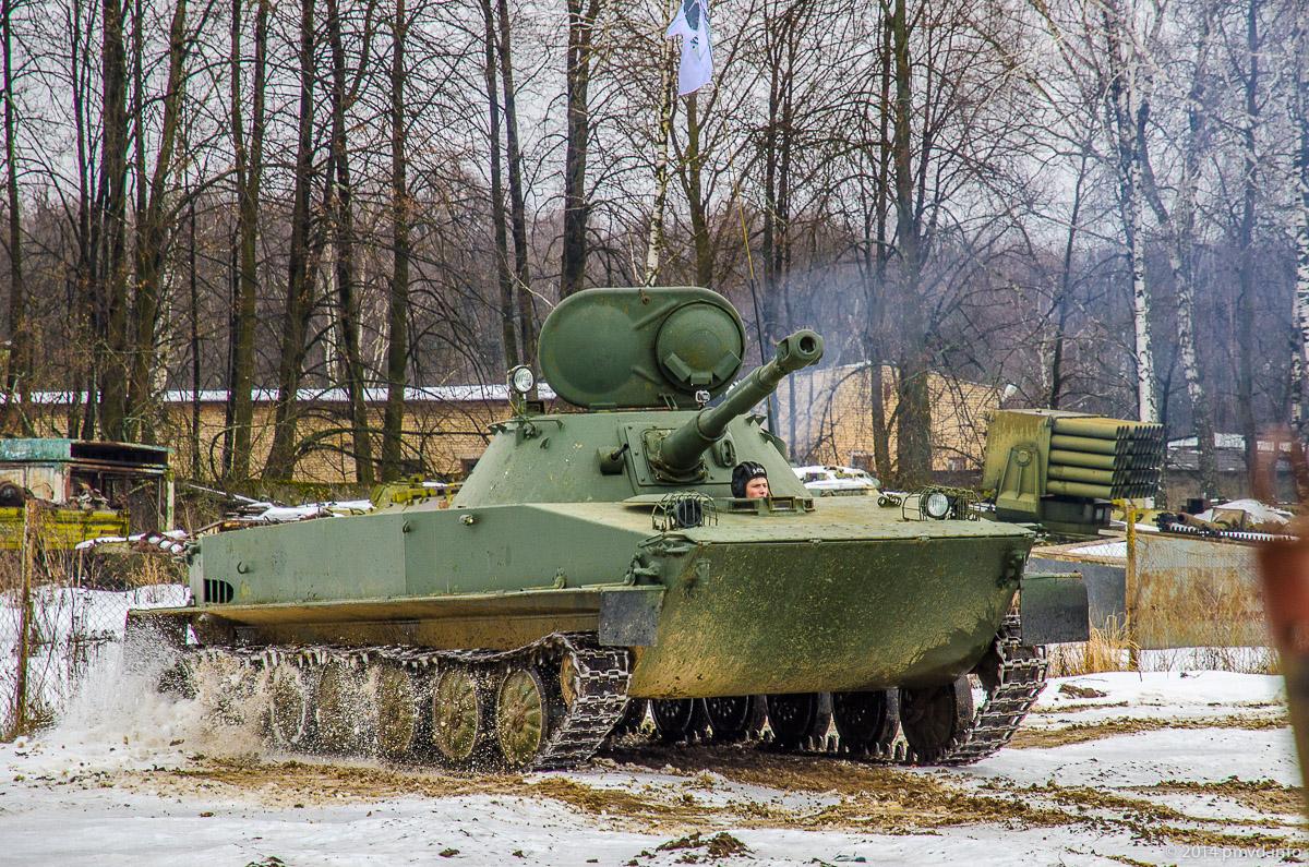 Демонстрация плавающего танка ПТ-76 в Танковом музее в Кубинке