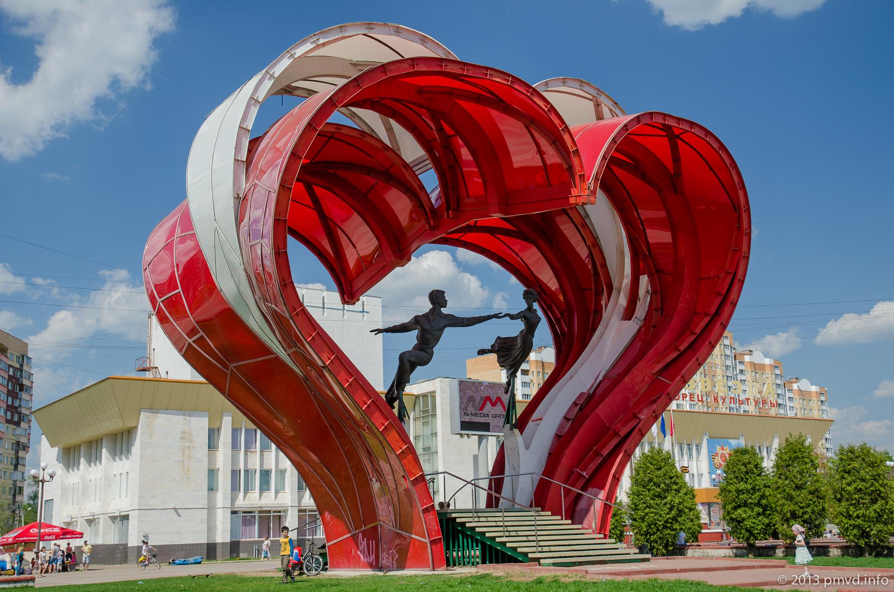 Памятник влюбленным в Наро-Фоминске.