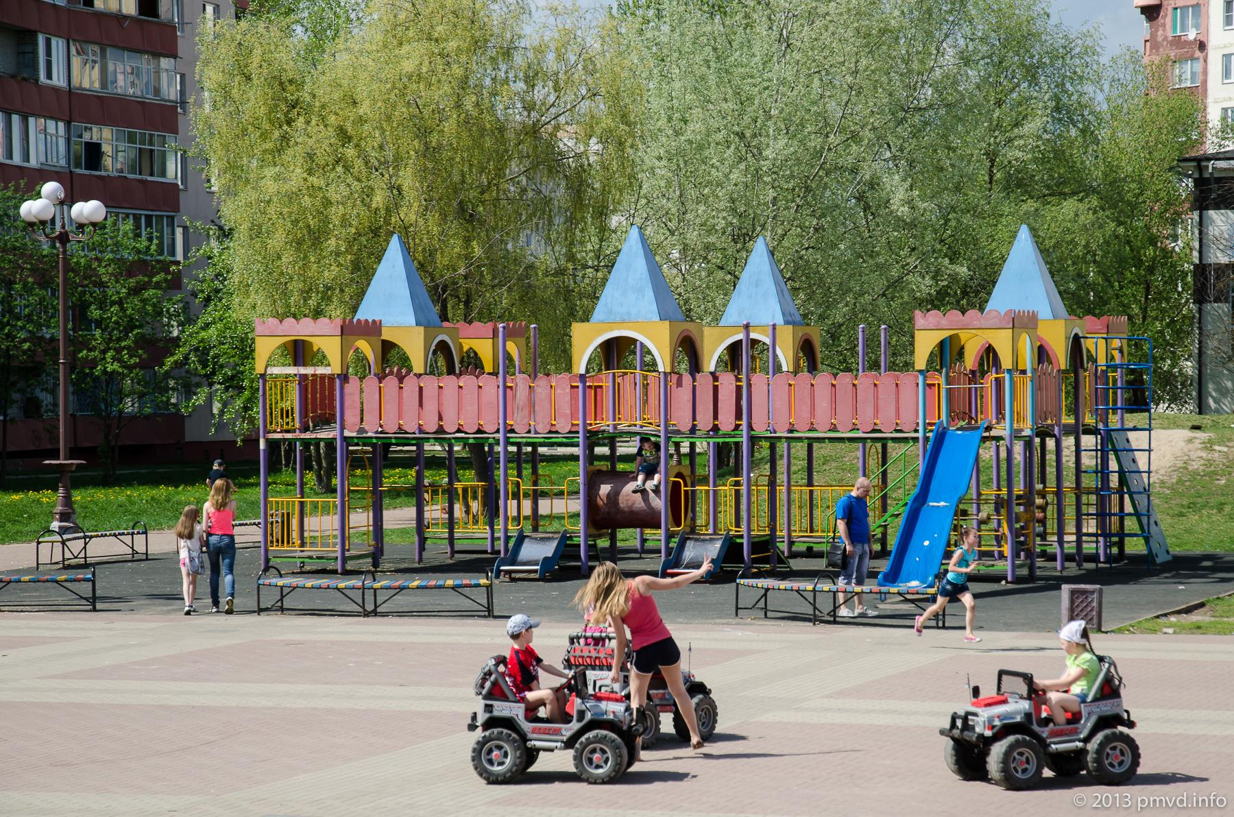Детская площадка на центральной площади в Наро-Фоминске.