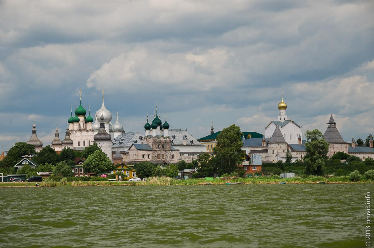 Озеро Неро. Вид на Кремль с Рождественского острова