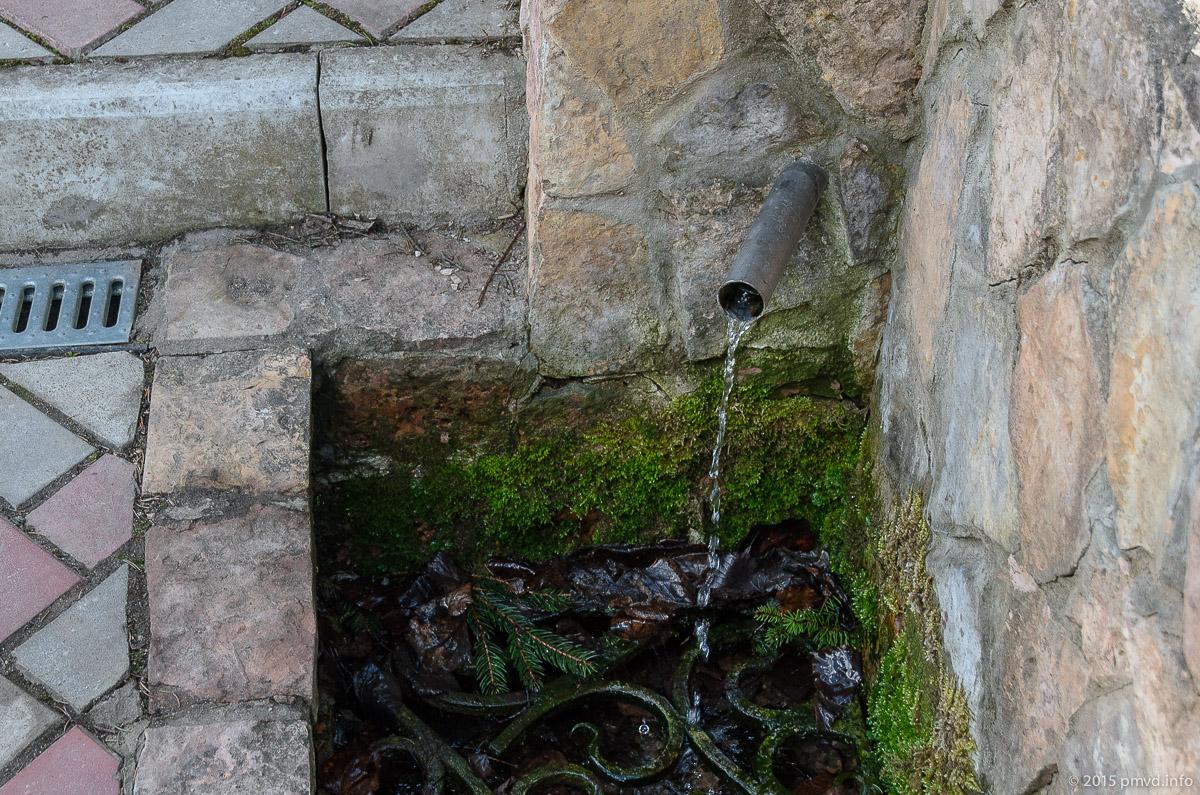 Источник рядом с церковью в Середниково