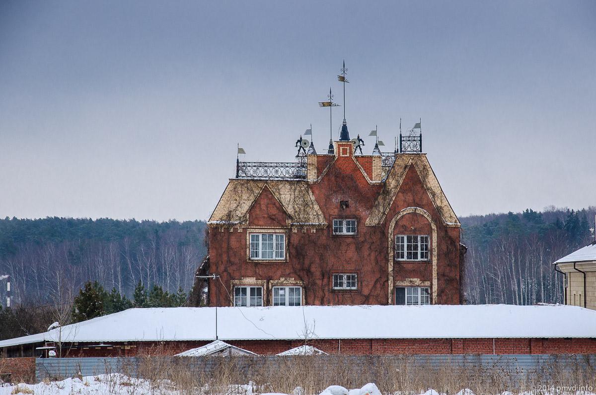 Замок в поселке Сколково