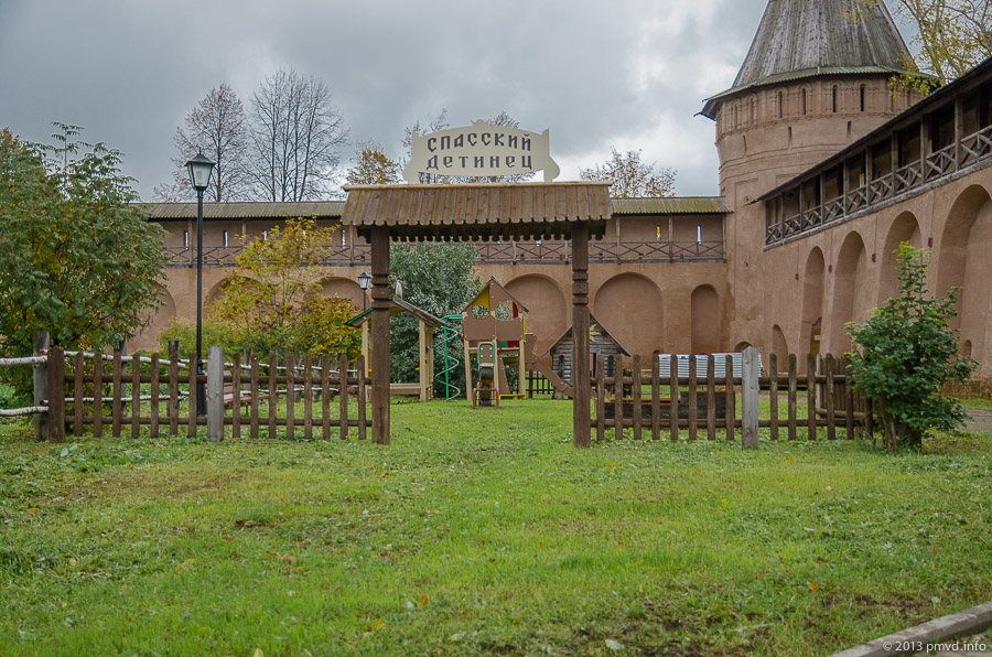 Суздаль. Спасо-Евфимиеский монастырь. Детская площадка. Детинец