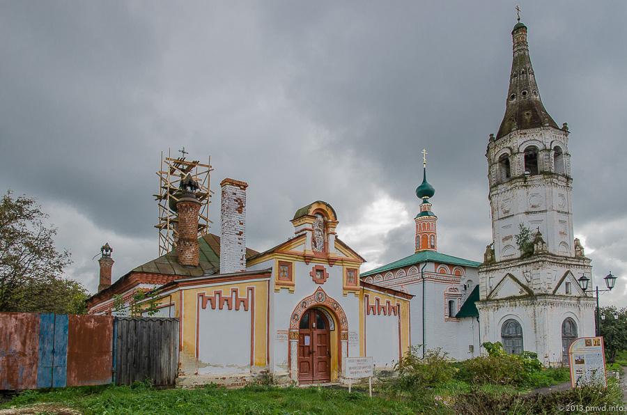 Суздаль. Кремль. Христорождественская и Никольская церкви