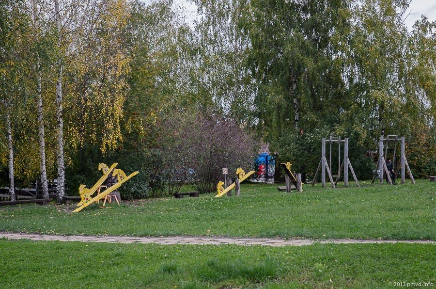 Суздаль. Музей деревянного зодчества. Детская площадка.
