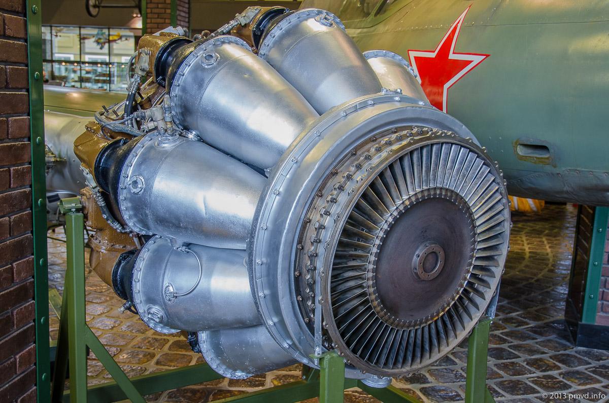 Экспозиция реактивных двигателей в Музее Вадима Задорожного