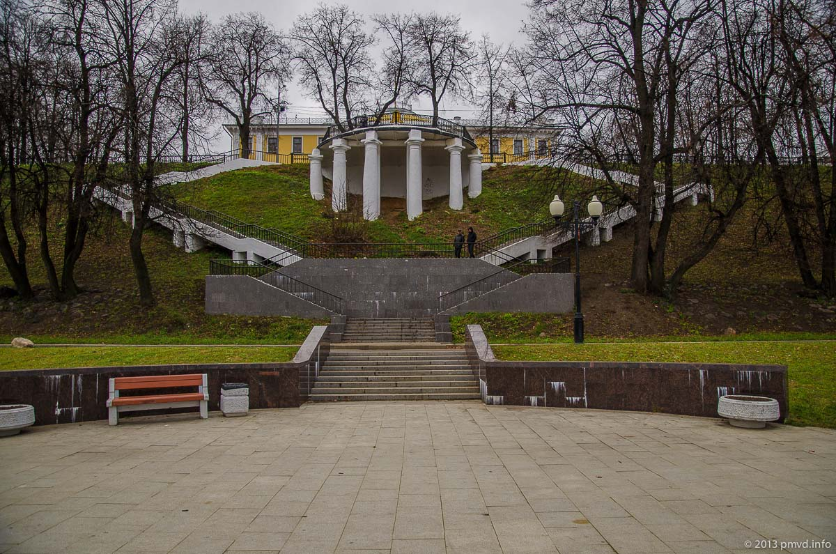 Ярославль. Волжская набережная. Смотровая площадка-грот у дома губернатора