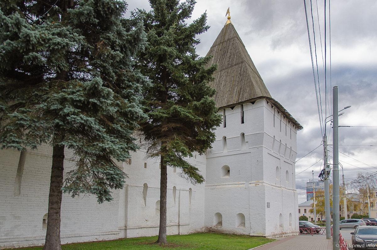 Ярославль. Богородская и Угличиские башни Спасо-Преображенского монастыря