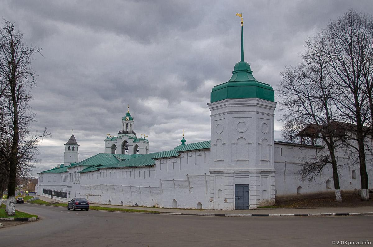 Ярославль. Южная стена Спасо-Преображенского монастыря.