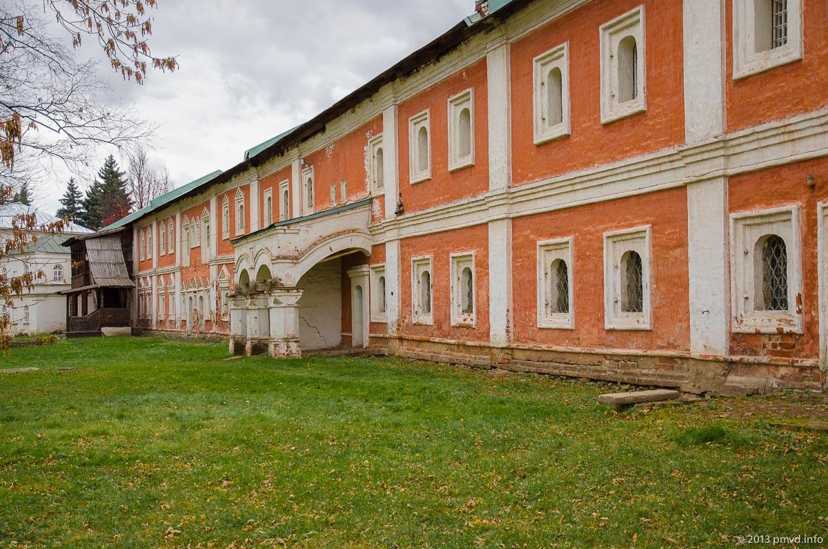 Ярославль. Спасо-Преображенский монастырь. Кельи и ризница
